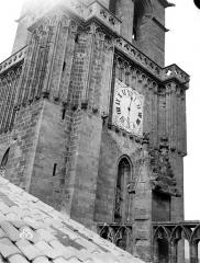 Ancienne cathédrale Saint-Nazaire et cloître Saint-Nazaire - Clocher, partie inférieure
