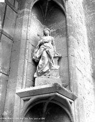 Eglise Saint-Pierre - Portail sud, statue