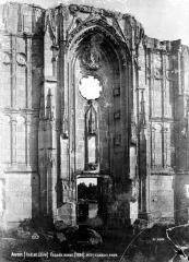 Ruines du château et de la collégiale des Roches-Tranchelion - Façade ouest