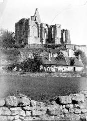 Ruines du château et de la collégiale des Roches-Tranchelion - Côté sud-ouest