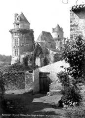 Château - Tour d'angle et chapelle