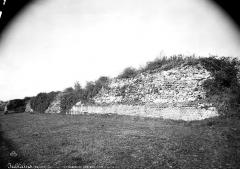 Camp romain (restes) - Mur d'enceinte