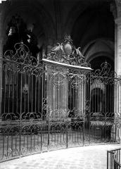 Cathédrale Saint-Etienne - Grille d'une chapelle