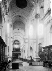 Eglise Saint-Géry - Nef, vue de l'entrée