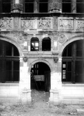 Hôtel de ville - Porte d'entrée