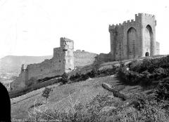 Château (ruines) - Côté ouest