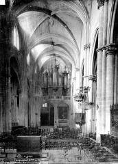 Eglise Sainte-Marthe - Nef, vue du choeur