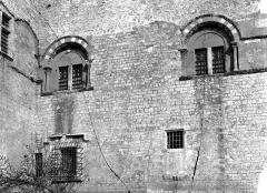 Château des Adhémar ou des Papes - Fenêtres