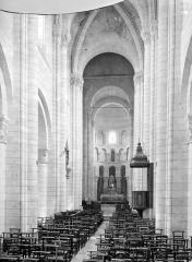 Eglise Saint-Aignan (ancienne collégiale) - Vue intérieure de la nef vers le chœur