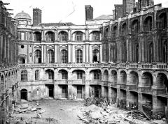 Domaine national de Saint-Germain-en-Laye, actuellement Musée des Antiquités Nationales - Cour intérieure, vue vers l'est