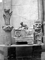 Domaine national de Saint-Germain-en-Laye, actuellement Musée des Antiquités Nationales - Détail, trouvé sous les fouilles