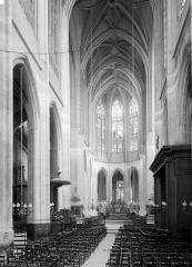 Eglise Saint-Gervais-Saint-Protais - Nef, vue de l'entrée