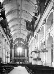 Hôtel des Invalides - Chapelle : Vue intérieure de la nef vers le chœur