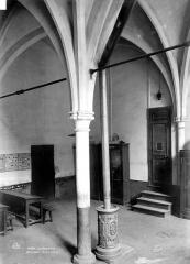 Ancien couvent des Bernardins - Colonne de l'ancien réfectoire
