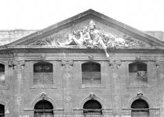 Halle aux grains - Fronton : Le Rhône et la Durance sous les traits de Cybèle