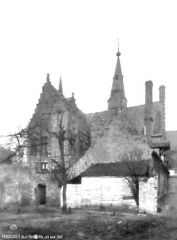 Hôtel de ville - Ensemble sur la place