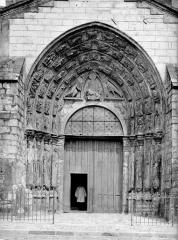 Ancienne abbaye ou prieuré Saint-Ayoul - Eglise : porche ouest