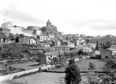Prieuré - Vue d'ensemble du village et du prieuré