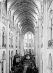 Ancienne cathédrale (église Notre-Dame) et ses annexes - Nef, vue de l'entrée