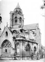 Ancienne église de Saint-Etienne-le-Vieux, actuellement magasin communal - Abside et clocher