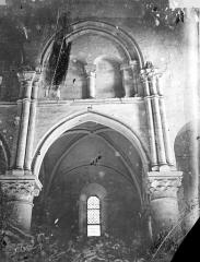 Eglise Saint-Aubin - Travée de la nef