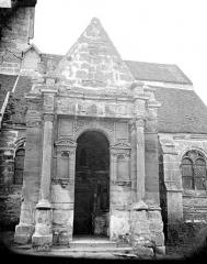 Eglise de la Nativité de la Vierge et Saint-Fiacre - Porche sud