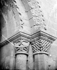 Eglise - Chapiteaux et départ d'archivolte