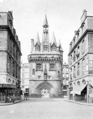 Porte du Palais (ou Porte Cailhau) -