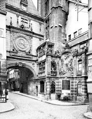 Gros-Horloge et fontaine - Arcade et fontaine