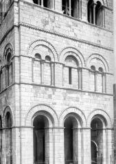 Eglise Saint-Léger - Façade ouest, partie inférieure