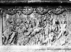 Mausolée dit Tombeau des Jules - Base, détail d'un bas-relief