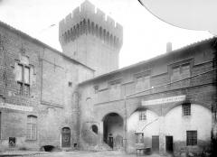 Château de l'Empéri - Cour intérieure