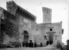 Château de l'Empéri - Façade, escalier, donjon, sur la deuxième cour