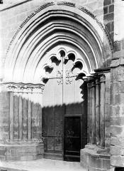 Eglise Saint-Cerneuf - Porte ouest