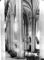 Eglise Saint-Cerneuf - Bas-côté de la nef