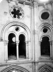 Eglise Saint-Sulpice - Choeur, arcades du triforium