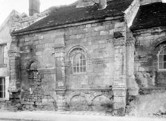 Eglise Saint-Médard - Face nord, deux travées de la nef