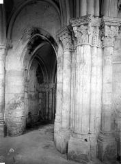 Ancienne église de Noël-Saint-Martin - Choeur et  transept nord, pilier