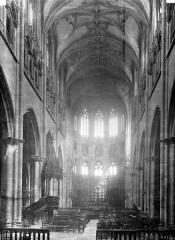 Eglise Saint-Nizier - Nef, vue de l'entrée