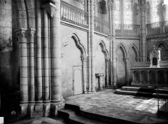 Eglise - Base du choeur, intérieur