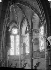 Eglise - Voûtes, fenêtres, intérieur, au sud