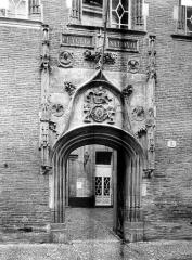 Hôtel Bernuy - Porte sur la rue