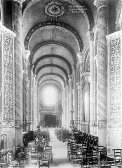 Eglise Notre-Dame-la-Grande - Nef, vue du choeur