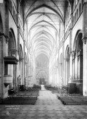 Eglise Saint-Maurice, anciennement cathédrale - Nef, vue du choeur