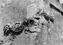 Chapelle romane du cimetière - Chapelle, fragment ornementation chapiteau