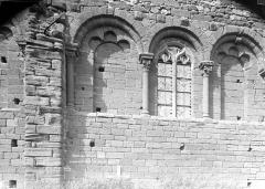 Eglise Saint-Saturnin - Trois arcatures de la façade sud