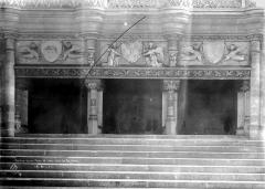 Ancien Palais des Comtes de Poitiers - Salle des Pas-Perdus, cheminée