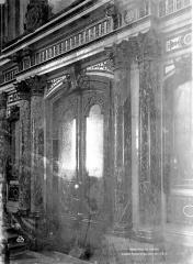 Hôtel des Invalides - Porte et choeur de la chapelle