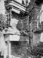 Ruines du château fort - Cheminée