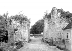 Remparts de la Ville Haute - Porte de Jouy, côté extérieur